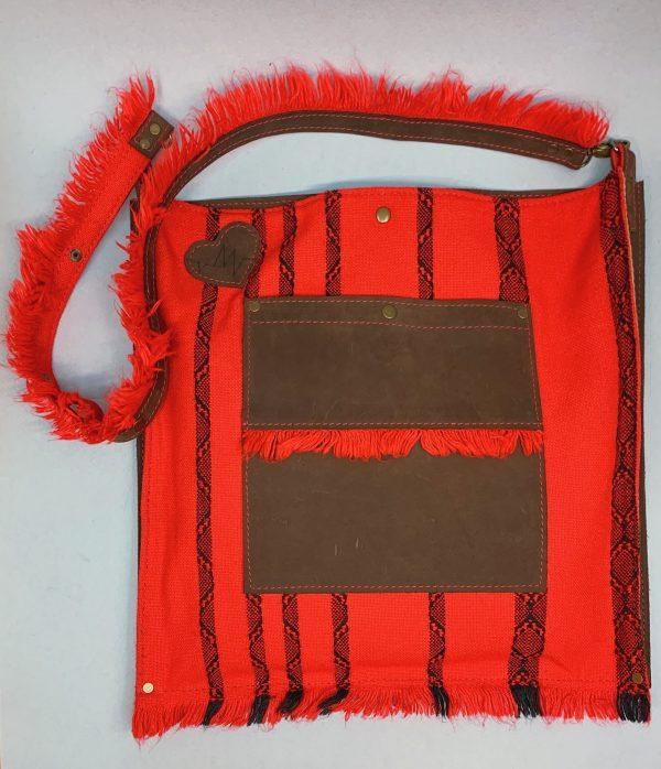 Торба скураная, чырвоная, ручка з рэгуляванай даўжынёй на плячо